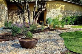 Amazing Landscaping ideas with river rock: how to use this material?