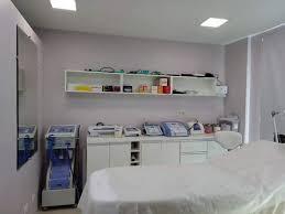 Mesmo uma sala pequena exige planejamento: Sala Comercial De Estetica Ideias Arquitetos