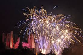 kenilworth round table s annual bonfire has grown into one of the top firework displays in the region set against the wonderful panorama of the elizabethan