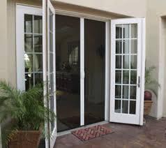 Comfortable retractable screen doors