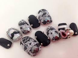 2015冬は黒を使った上品ゴージャスなネイルがトレンド