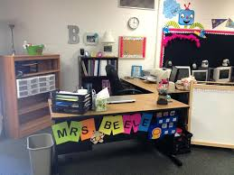teacher desk decor best ideas about areas on desks decorate cute decorations teacher desk decor