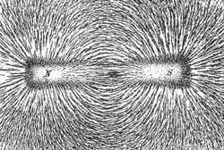 Магнитное поле Википедия Картина силовых линий магнитного поля создаваемого постоянным магнитом в форме стержня Железные опилки на листе бумаги