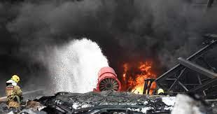 ไฟไหม้โรงงานกิ่งแก้ว ปิดวาวล์ทั้ง 3 จุดได้แล้ว มลพิษกระทบไกล 9 กิโลเมตร -  workpointTODAY