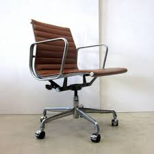 ea office chair by charles  ray eames for herman miller s