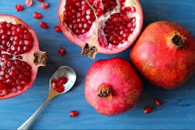 04 pomegranates fruits and vegetables that taste best in the fall 560360356 tosa