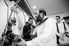 It is a permanent symbol of the couple's love and commitment for each other; Jewish Music Band Pey Dalid Official Website