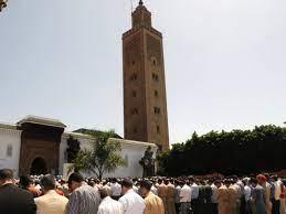 """المغرب يعيد فتح المساجد ويستثني صلاة الجمعة بعدما صار تفشي كورونا """"تحت  السيطرة"""""""