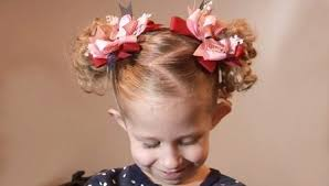 účesy Pre Dievčatá Na Krátke Vlasy V Záhrade 29 Fotografií