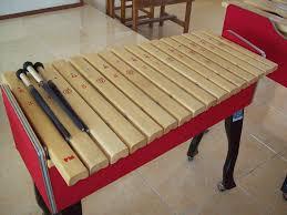 Cara memainkan musik sasando dipetik tangan kiri memainkan akor dan tangan kanan memainkan melodi. 14 Alat Musik Harmonis Modern Dan Tradisional Penjelasan