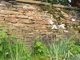 Fast jedes moderne haus erstreckt sich über mehrere etagen, so daß treppen aus unserem. Trockenmauer Bauen Im Garten