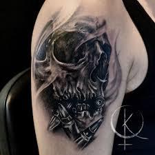 череп и пули в реализме мужская тату на плече сделать тату у