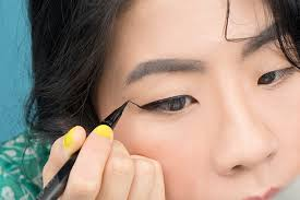 if you re on insram you ve probably seen a lot of cool asian s trying the extreme eyeliner look there s a reason for that