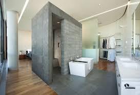 45 cômodo com recorte diferenciado integrando quarto closet e banheiro
