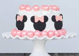 Minnie Mouse Cake Made with Oreos and Gumballs So cute4 1 350x250
