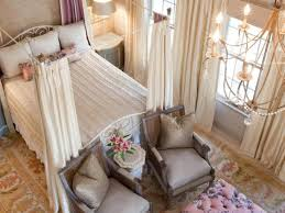 traditional romantic bedroom with canopy bed and chandelier romantic master bedroom with canopy bed21 with