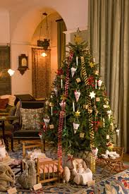 Flowers And Portraits: This lovely Christmas tree is decorated ...
