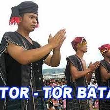 Musik barat bernuansa musik tradisional batak toba dimana ini mewakili eksplorasi terhadap lima peristiwa atau suasana yang dialami masyarakat desa lobuhole yaitu manogot ni ari (format chamber), mangula (format chamber), logo ni ari (format chamber), sega Gondang Batak Tradisional Music By Bagong2500