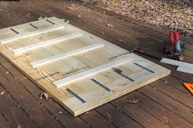 step 1 build the tabletop lay 2 12 s and 2 10 s in an alternating pattern on a flat surface distress your wood by beating it with random objects hammer