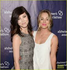Kaley Cuoco attends A Night At Sardi's with sister Briana | Kaley cuoco,  Celebs, Kaley couco