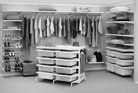 Чем наполнить шкаф-купе — от штанги до сенсорных разработок