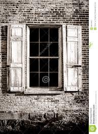 Alte Fenster Und Holz Fensterläden Auf Alter Backsteinmauer