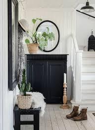 Exemple De Hall Entrée Maison, Meuble Chaussures Noir, Parquet Clair,  Miroir Ovale Et La Déco Campagne ...