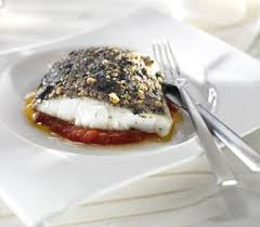 Bacalao Al Horno Con Tomate Y Costra De Aceitunas Y Piñones