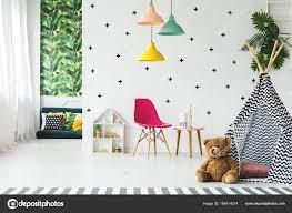 Zelt In Skandinavischen Kinderzimmer Stockfoto