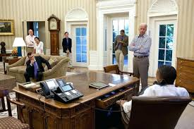 the oval office desk. Oval Office Desk Button Sonnyangel 1350 X 900 The
