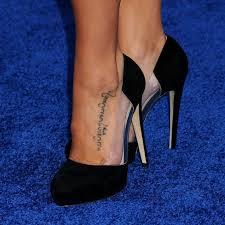 различные татуировки в виде надписей на латыни с переводом женские