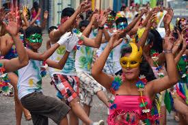 Resultado de imagen para carnavales en río gente disfrutando