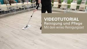 Klar, vinylboden wird selbstverständlich dafür verwendet, den fußboden zu den richtigen umgang pflegen: Fussboden Richtig Reinigen Mit Dem Wineo Reinigungsset Youtube