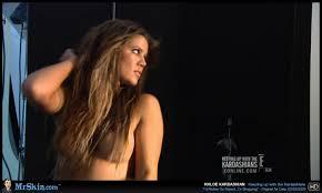 Khloe Kardashian shares naked video in first Vine post