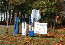 Outdoor Halloween Props Halloween Decorating Dos And Donts The Lone Girl In A Crowd