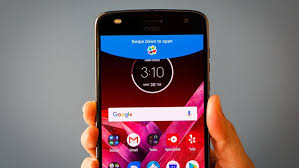 moto z2 play motorola s new phone s battery life is long cnet