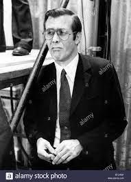 DONALD RUMSFELD, als Stabschef des weißen Hauses während Präsident Ford  Pressekonferenz, in der er Rumsfeld als Sekretär o benannt Stockfotografie  - Alamy