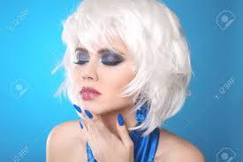 金髪のボブのファッションの女の子白の短い髪女性の肖像画の美しさ