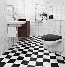 Se é este visual que você quer para o seu piso o ideal é que você escolha a cor do rejunte o mais próxima possível da cor do piso. Banheiro Preto E Branco 45 Estilos E Fotos