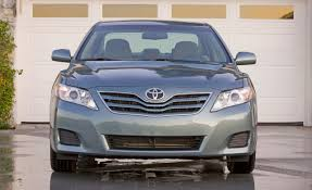 Toyota Improves Camry V-6 Fuel Economy for 2011