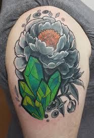 пион и изумруды кавер ап женская тату на плече фото татуировок