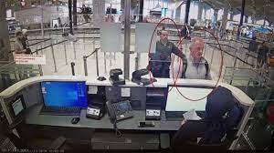 تفاصيل الخطة السرية.. صحيفة تعيد قصة هروب كارلوس غصن للواجهة | العالم  العربي أخبار