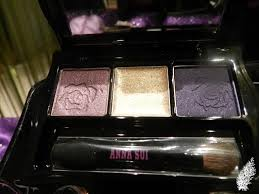 the eye shadow palette is in anna sui s signature black lacquer case with an embroidery design along the edges it is a sleek design that can easily be