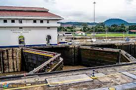 a local s guide to ing the canal control building at miraflores locks at the canal