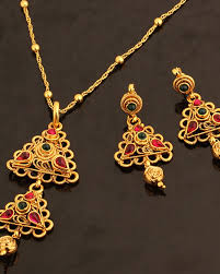 voylla geometric design gold plated pendant set with chain adorned with pink and green color