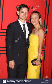 tobey maguire and wife jewelry designer jennifer meyer have mutually decided to call it quits after 9 years of marriage they have two children daughter