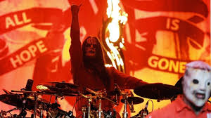 He was already a veteran of the city's metal scene when he founded the band that would become slipknot in 1995, along with percussionist shawn crahan. 4lrnxkytov7y M