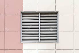 Grau Lüftungsgitter Am Fenster Moderne Industriegebäudefassade