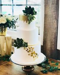 Still In Love With This Simple And Clean Wedding Cake Design Gold