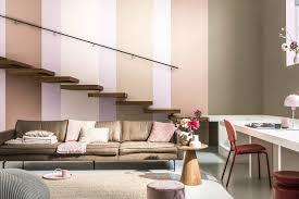 Uma boa ideia é apostar em pisos lisos e textura nas paredes; Cor Do Ano De 2021 Da Coral E O Bege Pedra Esculpida Casa Vogue Ambientes
